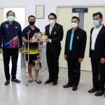 ดร.ก้องศักด ยอดมณี ผู้ว่าการการกีฬาแห่งประเทศไทย (กกท.) ได้เข้าเยี่ยมและมอบกระเช้า เพื่อให้กำลังใจ นายธิติสรรณ์ ปั้นโหมด นักกีฬามวยสากลทีมชาติไทยที่ได้รับบาดเจ็บจากการฝึกซ้อม – ข่าวกีฬา